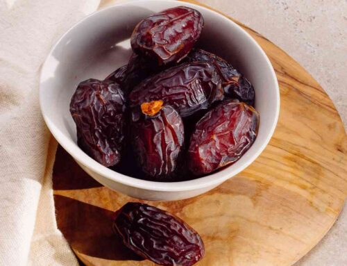 Dates – A healthy fruit for good skin, better digestion, & natural weight gain!